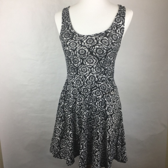 a8f51915ee33 Ecote Dresses   Skirts - Urban Outfitters Black and White Sunflower Dress